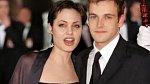 Dvacetiletá Angelina se svým prvním manželem Jonnem Lee Millerem.