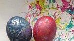 Po zaschnutí z vajíček opatrně setřeme zbytky pěny a je hotovo!