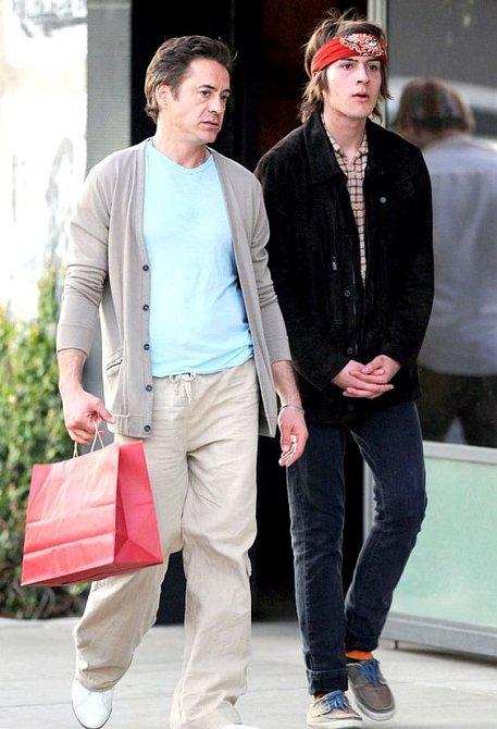 Robert Downey Jr. nemůže svému synovi nic vyčítat, sám si drogovým obdobím v mládí prošel.