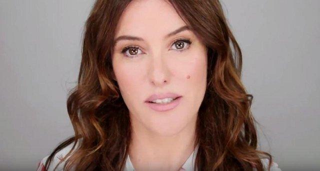 Hlavním rysem současného makeupu je, že by měl ženě slušet. Upřednostňuje se přirozený vzhled, ale nosit si může každý, co chce! Opět se objevuje pánský makeup.