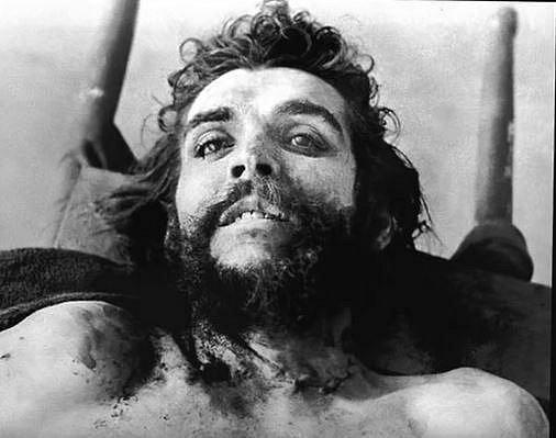 Che Guevara - symbol jedné éry zemřel následkem střelby 9. října 1967. Střelili ho devětkrát.