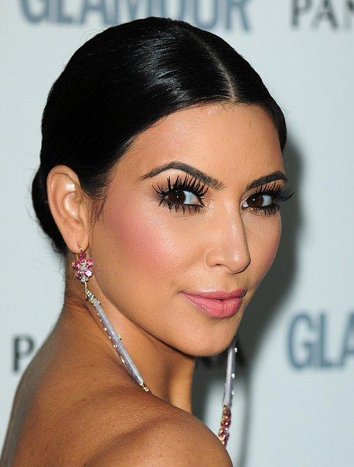 Kim Kardashian je královnou stínování.