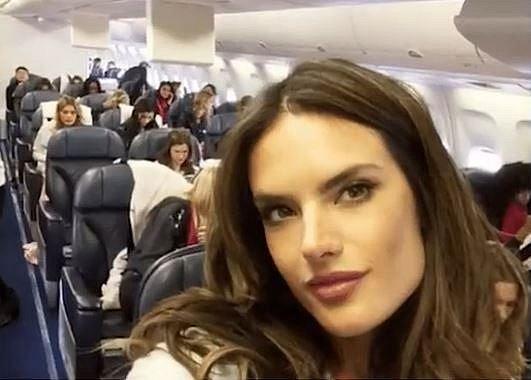 """4. Pro někoho jistě úžasná představa, pro většinu lidí ale peklo """"v letadle""""."""