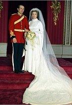 Šaty princezny Anny v roce 1973. Anna je jediná dcera královny Alžběty.
