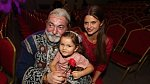 Hůlku přišla do divadla podpořit manželka s dcerou