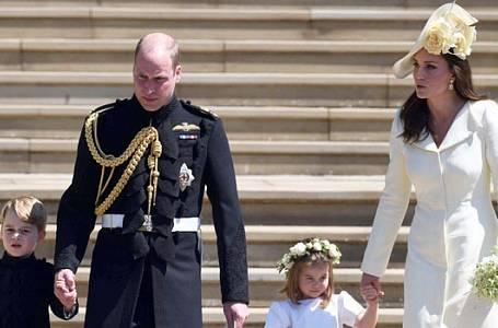 Kate s Williamem a dětmi na svatbě Meghan a Harryho