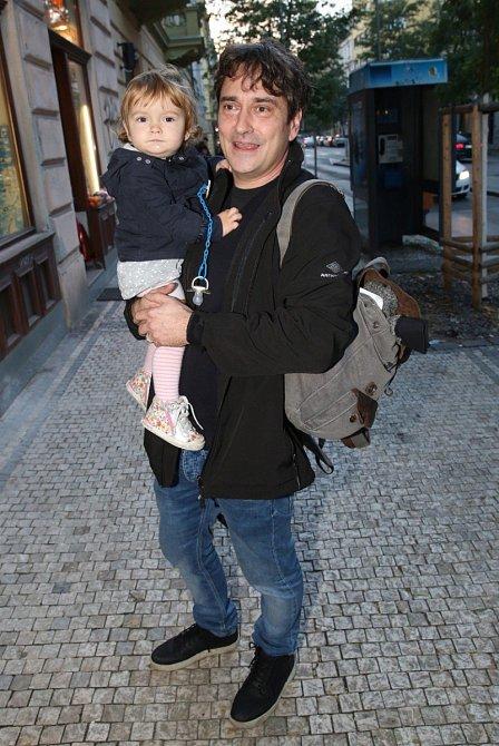Saša Rašilov s nejmladší dcerou Maruškou