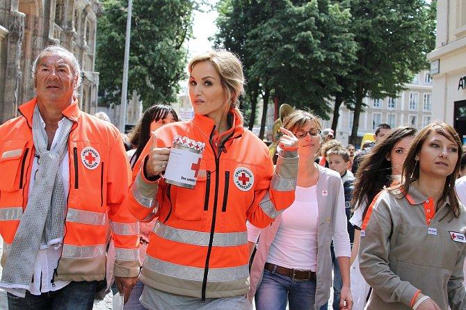 Adriana Sklenaříková podporuje různé charitativní projekty.