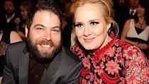 Britská zpěvačka Adele je a byla vždy svá. Svého muže Simona Konecki potkala díky společnému známému a přes počáteční problémy jsou dnes spokojenými rodiči. Simon je původem Američan, v deseti letech se s rodiči přestěhoval do Anglie.