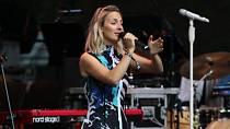 Na festivalu ve Varech měla zpěvačka Bára Poláková koncert.