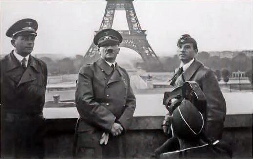 Adolf Hitler na návštěvě v Paříži.