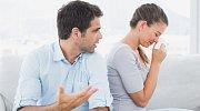 Manžel neskutečně žarlí: Nesmím se ani zapovídat s prodavačkou!