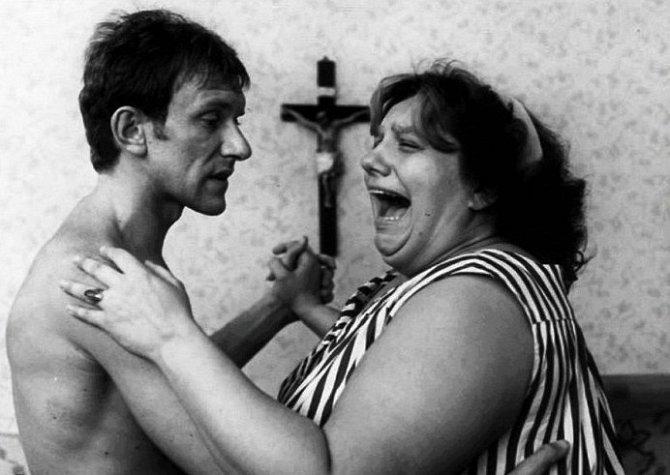 František Husák a Helena Růžičková ve filmu Ecce Homo Homolka