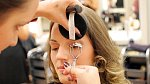 Gabina make-up v běžném životě trochu zanedbává, takže výsledek bude stát za to!