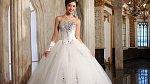 1. Diamantové svatební šaty