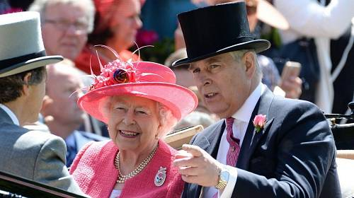 Královna Alžběta II. platí za právní služby prince Andrewa.