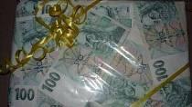 BUĎTE VTIPNÍ: 22 Kreativních nápadů, jak darovat blízkým pod stromeček peníze