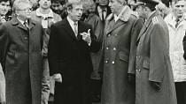 Při přehlídce na Pražském hradě měl Václav Havel krátké nohavice. Koluje o tom dodnes hodně historek.