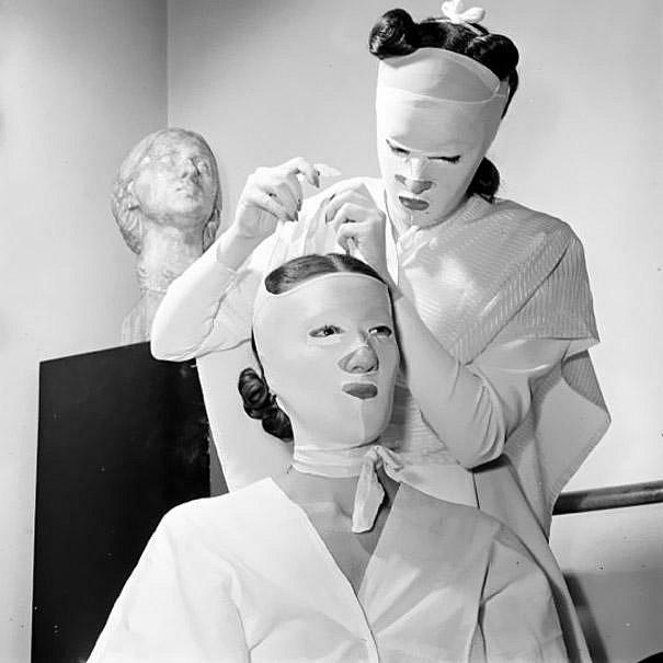 40. léta a kosmetické ošetřní v salonu Heleny Rubinstein.