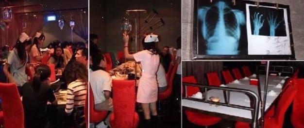 Tato restaurace je plná nemocničního zařízení a i drinky vám servírují jako léky...
