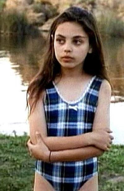 12 let - Mila Kunis v hororu z roku 1995 Pirani útočí (Piranha)