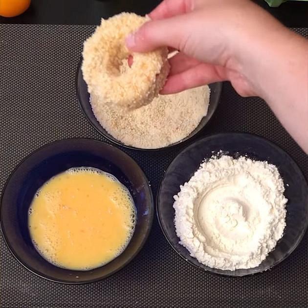 Obalte v trojobalu a osmažte ve vyšší vrstvě oleje.