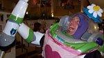Buzz Rakeťák z Toy Story jak vyšitý.