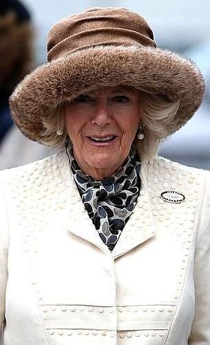 Camilla obléká kožešiny minimálně.