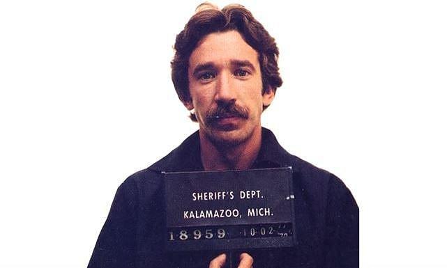 Tim Allen byl v roce 1978 zadržen na letišti v půlkilem kokainu. Hrozilo mu až sedm let, nakonec dostal dvouletou podmínku.