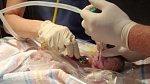 Kate začala předčasně rodit. Bohužel její maličký chlapeček, který dostal jméno Jamie, přestal dýchat a byl lékaři prohlášen za mrtvého.