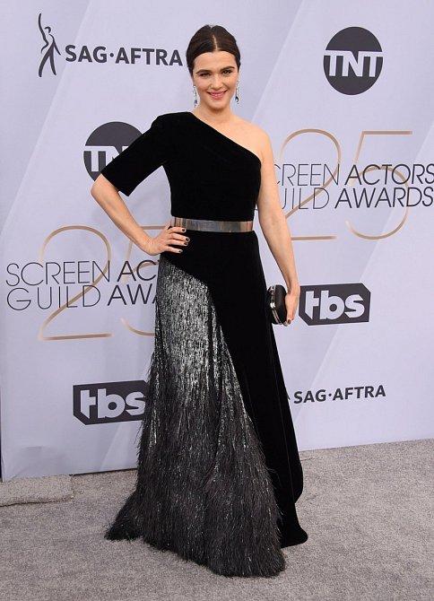 Manželka Daniela Craiga Rachel Weisz se zahalila do černé, přesto byla jednou z nejlépe oblečených žen večera.