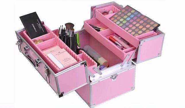 Ušetřete za pořízení drahých kufrů na uskladnění kosmetiky.