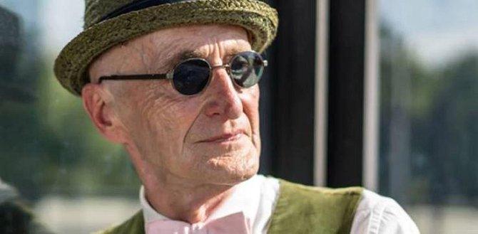 Günther Krabbenhöft - Tento pán je rekordmanem v naší galerii, je mu totiž už úctyhodných 104 let! Na svém vlastním facebookovém profilu uvedl s humorem sobě vlastním, že se někdo spletl a zdvojnásobil mu věk, je mu prý jen 52. Günt...