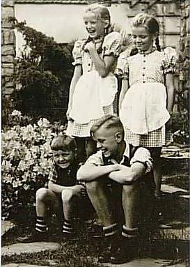 Děti velitelů z Osvětimi vyrůstaly v koncentračním táboře tedy v místě pracoviště svých rodičů.