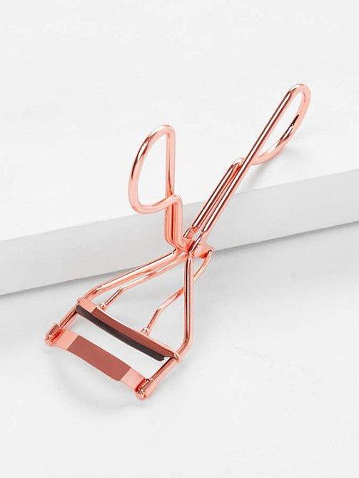 Kleštičky na řasy jsou vynález zkázy a naopak by se používat vůbec neměly.