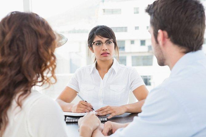 Počítejte s tím, že každý psycholog pracuje trochu jinak. Na prvním sezení se spíš jen seznámíte a zodpovíte základní otázky.