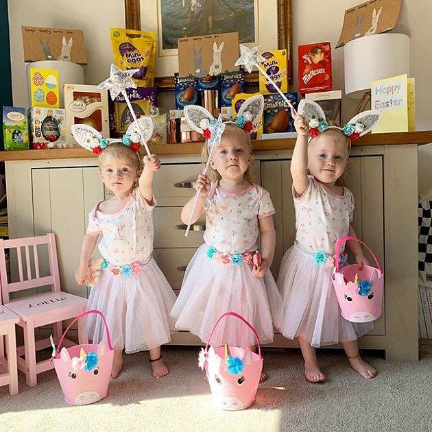 Trojčata (Annabella Rose, Florence Violet, Lottie Bluebell) jsou roztomilost sama.