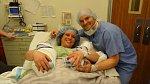 Měl to být NORMÁLNÍ POROD. Příbuzní ale po příchodu do porodnice ZŮSTALI V ŠOKU!