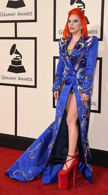 Barvy, platformy a vzory. To je Lady Gaga.