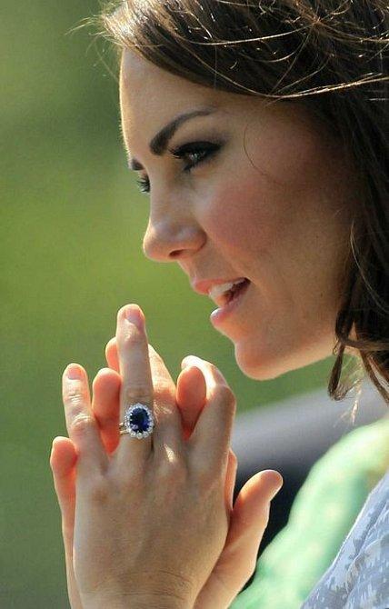 Kate nosí výrazný prsten po princezně Dianě.