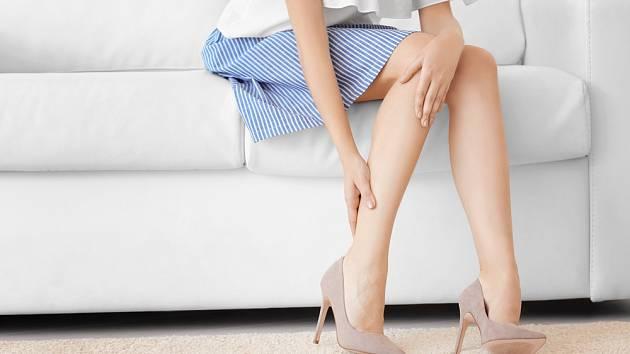 Vysoké podpatky jsou pro nohy a klenbu chodidla postrachem.