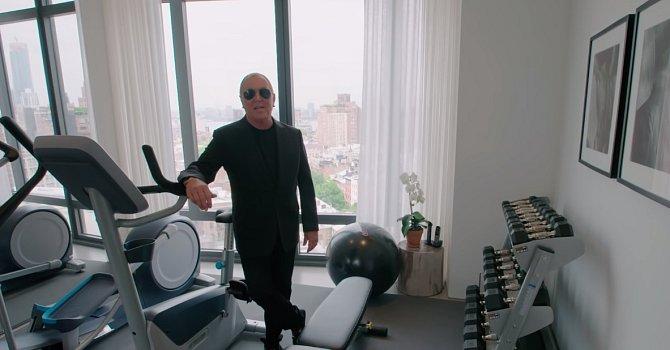Tělocvična, která je podle Michaela nejzbytečnější místnost v domě. Nepokrytě přiznává, že do ní chodí maximálně tak koukat z okna.