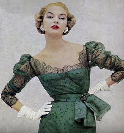 Jean Patchett - 175 cm, prsa: 86 cm, pas: 58 cm, boky: 88 cm. Jean byla nejznámější modelka 40. a 50. let. A oproti svým kolegyním byla oblíbená pro svou milou povahu, což bylo mezi modelkami raritou. Na svém kontě má úctyhodných 40 titulek.