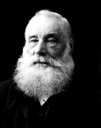 Vědci se pokoušeli najít lék proti malárii, v roce 1865 tehdy teprve osmnáctiletý chemik William Perkin vytvořil jakési bláto, které ale mělo právě lila barvu.