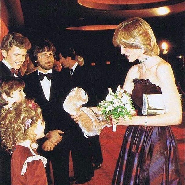 Princezna Diana byla velmi oblíbená.