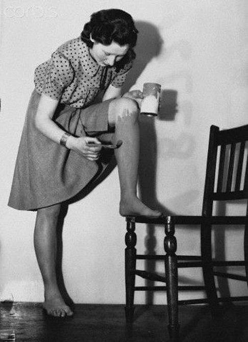 Pomalované nohy během 2. světové války