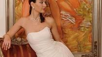 Šifonové svatební šaty v barvě slonová kost v antickém stylu