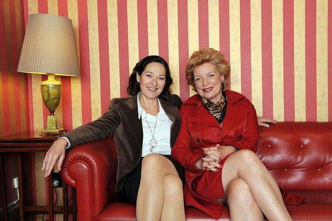 Charlotte Schwab (vlevo), švýcarská herečka (např. Kobra 11)