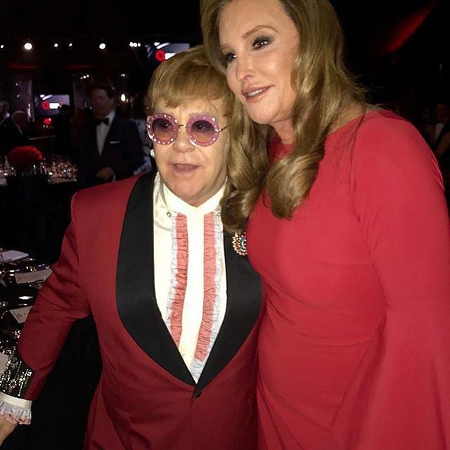 Přátelství s Eltonem Johnem přežilo i změnu pohlaví.