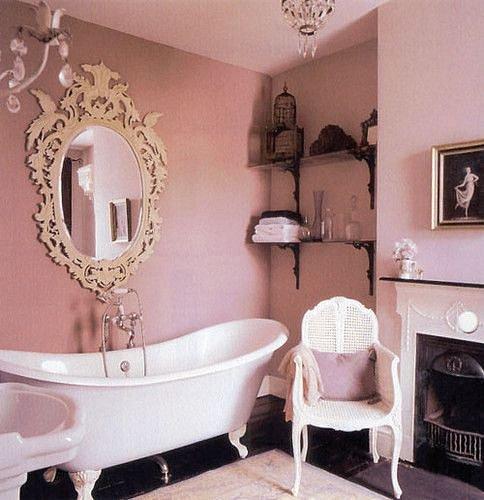 Každý interiér se s kulatým (oválným) zrcadlem nakonec spřátelí.